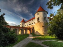 Hotel Golf Grad Mokrice - Terme Čatež, Брежице (рядом с городом Gornji Laduč)