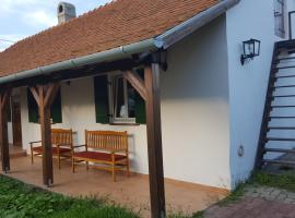 Falusi ház az Alpokalján, Gyöngyösfalu