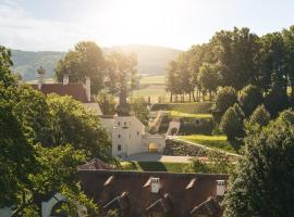 Schloss Thalheim, Kapelln