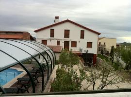 Refugio La Covatilla I,II y III, Ла-Ойя (рядом с городом Vallejera de Riofrío)