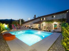 Captain's Villa with Swimming Pool, Jurdani (рядом с городом Veli Brgud)