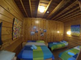 Bunkhouse Motel, Cooma (Tea Gardens yakınında)