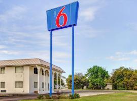 Motel 6 Waco - Lacy Lakeview