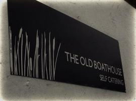 The Old Boathouse, 데릴린