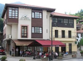 Hotel Rural la Plaza, Caso (Abantro yakınında)