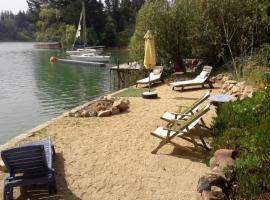 Cabaña de Adobe en Lago Rapel