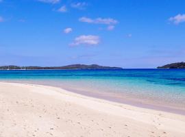 Coconut Beach Resort, Tavewa