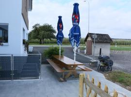 Althinouva 787 Chez Duq und Yvee, Altnau (Langrickenbach yakınında)