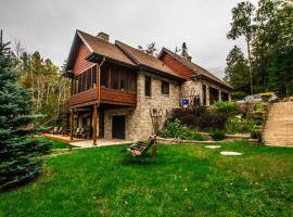 La Maison du Lac Bernard, Low