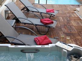 加納加利亞酒店