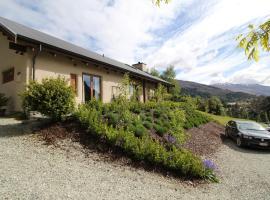The Paddock Straw Bale Luxury Holiday House