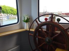 Kyle Blue - Bristol Harbour Luxury Hostel Boat