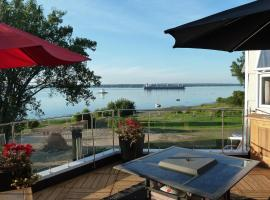 One Bedroom Loft with River View, Nicolet