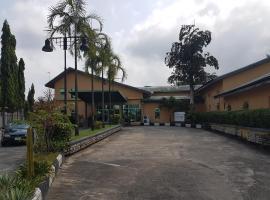 520 Asdam Lodge Hotel