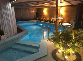 Apartament z prywatnym, krytym basenem