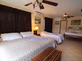 Blue Marlin Beach Resort, Dangriga (Coco Plum Cay yakınında)