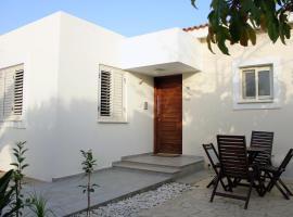 Ameli Beach House, Meneou