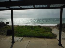 Rose's Beach House, Pine Point
