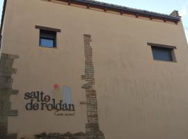 Casa Salto de Roldán, Apiés