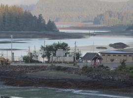 Duffy's Cottages and Suites, Queen Charlotte (Sandspit yakınında)