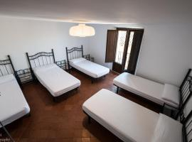 Albergue Rosalia / Pilgrim Hostel, Кастрохерис (рядом с городом Мельгар-де-Фернаменталь)
