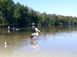 Paradise Bungalow Waterfront, Sanctuary Point (Sanctuary Point yakınında)