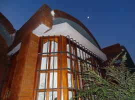 Como en Casa, Eugenio Bustos (Los Alamitos yakınında)