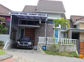 Vila Malang Bukit Tidar, Маланг (рядом с городом Sengon)