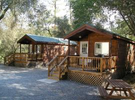 Ponderosa Camping Resort One-Bedroom Cabin 2
