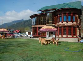 Hotel Golden Residency Pahalgam, Kolur (рядом с городом Dandpur)