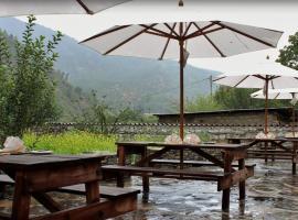 Village Lodge, Paro (Drugyel Dzong yakınında)