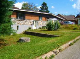 Beautiful Lake House, Sainte-Agathe-des-Monts