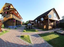 Hotel-complex Mizh Triokh Ozer, Svityaz'