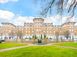 Two Bedroom Apartment in Gated Community - Wimbledon, London