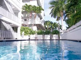 Crest Hotel Suites, Маями Бийч