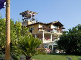 Villa Althea, Mango (Neviglie yakınında)