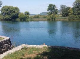 Seka River Dock House, Bihać (Donje Lohovo yakınında)