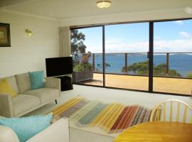 Alum Cliff Waterfront Apartment, Hobart