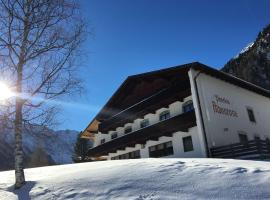 Pension Alpenrose, Sankt Sigmund im Sellrain (Gries im Sellrain yakınında)