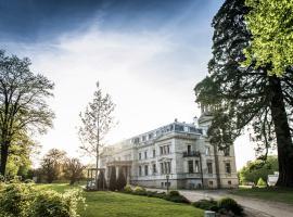 Schloss mit Park Kaarz, Kaarz (Wendorf yakınında)