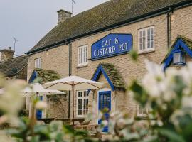 Cat and Custard Pot Inn, Shipton Moyne (рядом с городом Easton Grey)