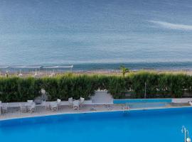 The Grove Seaside Hotel, Дрепанон