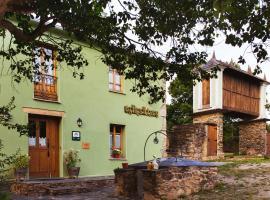 Os Tres Teixos, San Acisclo (Castro de Oro yakınında)