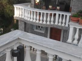 vila irilena, Эрмонес (рядом с городом Ágioi Déka)
