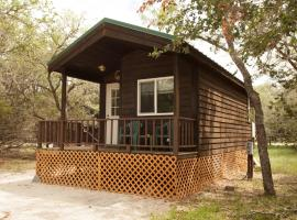 San Benito Camping Resort Studio Cabin 1, Paicines (in de buurt van Soledad)