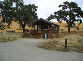 San Benito Camping Resort One-Bedroom Cabin 3, Paicines (in de buurt van Soledad)