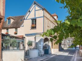 Hotel The Originals Aux Vieux Remparts (ex Relais du Silence)