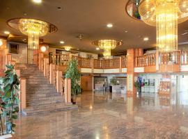 Saku Ichimanri Onsen Hotel Golden Century, Saku (Komoro yakınında)