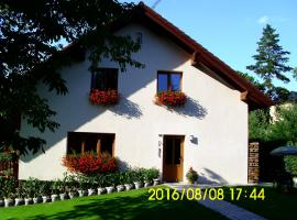 Apartmány nad Otavou, Zvíkovské Podhradí (Svatá Anna yakınında)