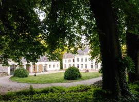 Cottage on a castle estate, Humières